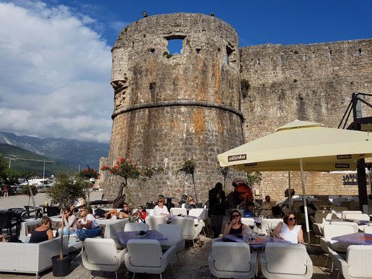 Restaurant Korkovado Budva an der Stadtmauer von Budva