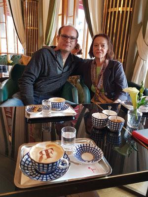 Cappuccino-Pause im Hotel Astoria