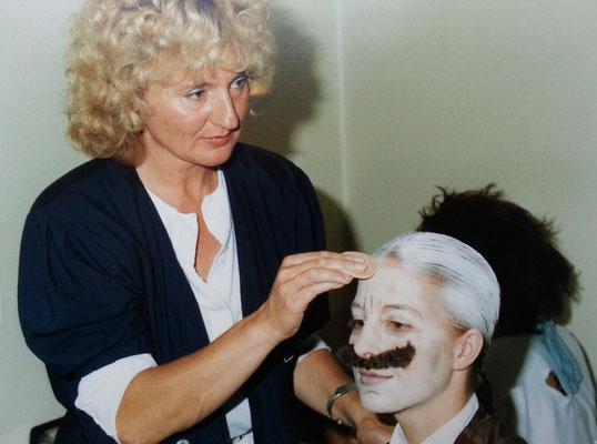 Almut als Maskenbildnerin, Theateraufführungen des Otto-Hahn-Gymnasiums Monheim, 1990er Jahre