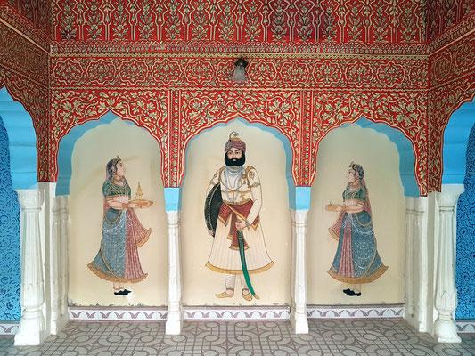 Fresken in einer Nische der Dachterrasse: Maharadscha mit zwei Dienerinnen