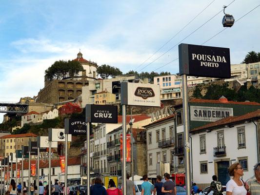 Vila Nova de Gaia mit Portwein-Werbung