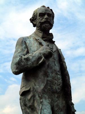 Standbild des Komponisten Antonin Dvorak vor der Philharmonie