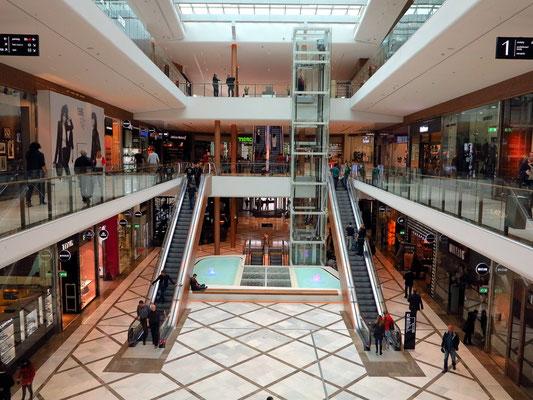 Einkaufszentrum Aupark mit drei Ebenen