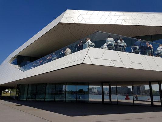 EYE Filmmuseum, Architekturdetail: Terrasse mit Café