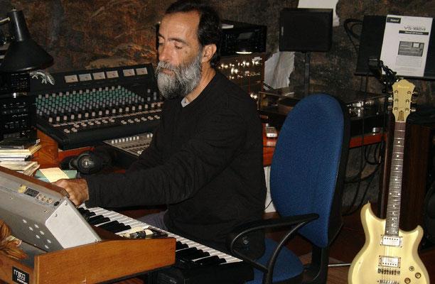 Ildefonso Aguilar beim Komponieren