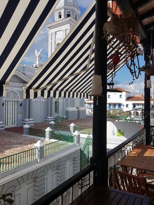 Santiago de Cuba, Blick vom Balkon des Restaurants Thoms Yadira auf die Kathedrale