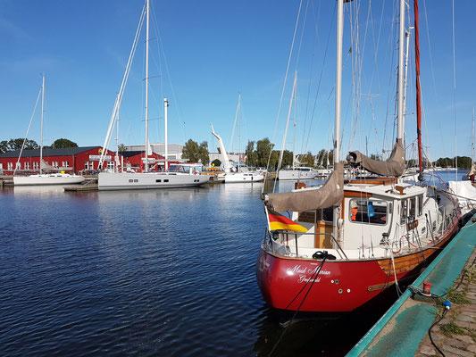 Blick auf den Ryck, Hauptlebensnerv seit dem Mittelalter bis ins 19. Jh. als Verbindung zwischen dem Stadthafen und dem Vorhafen in Wieck