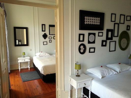 Typical Lisbon Guest House, Zimmer Nr. 1 (mit 2 Schlafräumen für 4 Personen, zur Straße gelegen. Bei geschlossenen Fenstern ruhig.