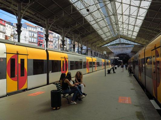 Bahnsteige des Estação de São Bento