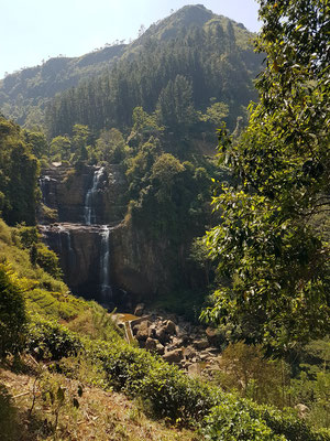 Ramboda Wasserfälle auf dem Weg von Kandy nach Nuwara Eliya