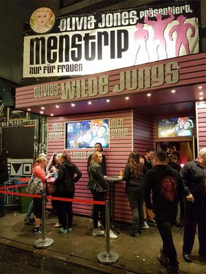 »Olivias Wilde Jungs« ist Deutschlands erste Menstrip-Bar, zu der nur Frauen Zutritt haben, gegründet 2010 von Olivia Jones.