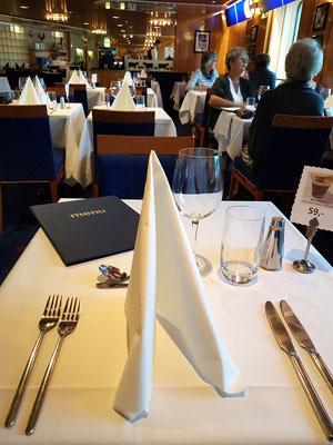 Zum Dinner ins gepflegte Restaurant Metropol...ein Hauch von Traumschiff
