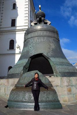 Zaren-Glocke, die nicht einmal geläutet hat, weil bei einem Brand 1737 ein 12 Tonnen schweres Stück davon absprang