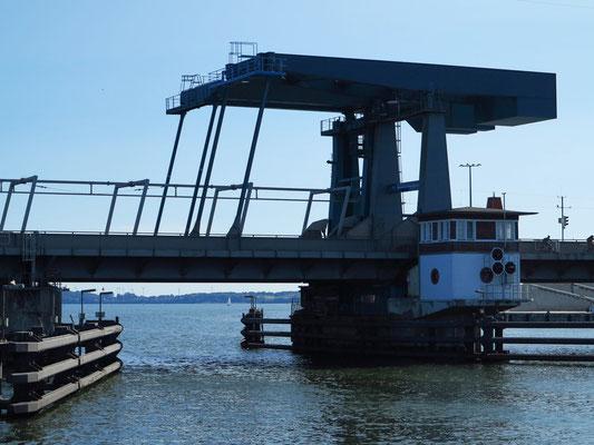 Ziegelgrabenbrücke für Kraftfahrzeug- und Eisenbahnverkehr, Fahrräder und Fußgänger