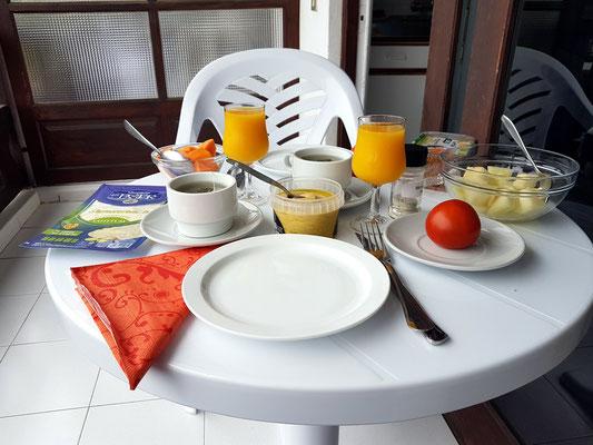 Unser Frühstückstisch auf dem Balkon