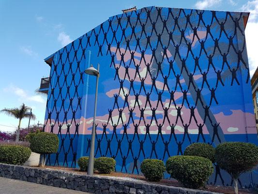 Fassadenmalerei in der Altstadt von Puerto de la Cruz (Victor Ash, Dänemark)