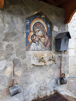 Brunnen im Hof des Klosters