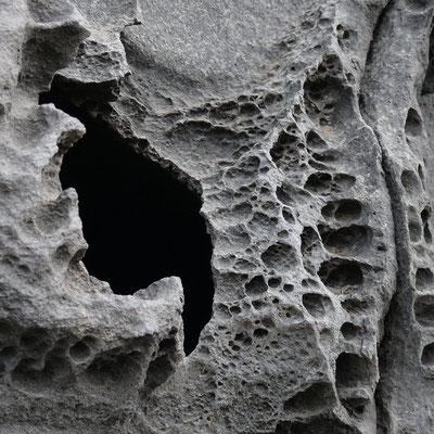 Verwitterte Basaltlava an der Steilküste von Pozo de las Calcosas