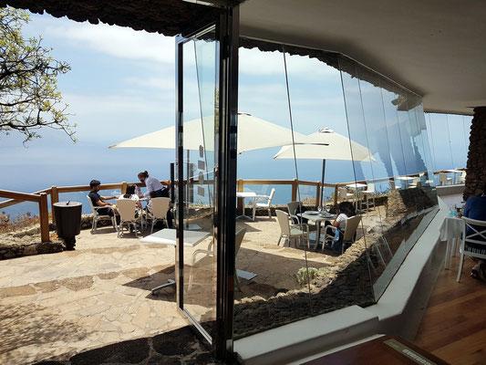 Restaurante Mirador de La Peña. Atemberaubender Blick von der Terrasse hinunter in den Golf von Frontera