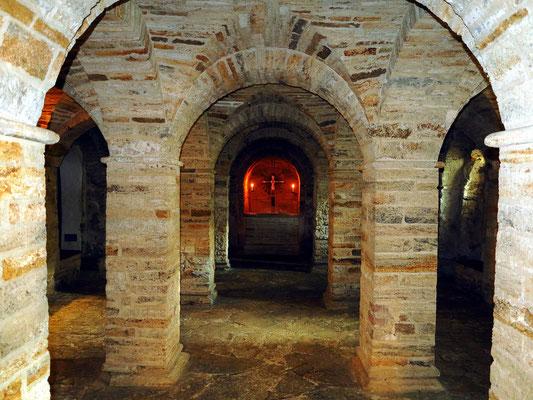 Die Kryptkirche aus dem 11. Jh. (1955 entdeckt) ist die älteste gewölbte Steinkirche im Norden und der älteste Raum in Aarhus.