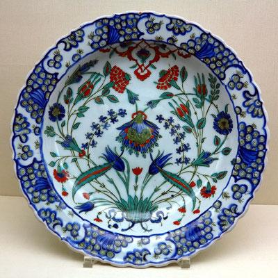 Museu Calouste Gulbenkian; Schalen mit Dekoration in Blau, Türkis und Grün, Iznik, Türkei, Mitte 16. Jh., Ottomanische Periode