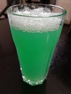 Laghidze Water, Sodawasser mit Sirup aus natürlichen Aromen (hier: Mente und Cream)
