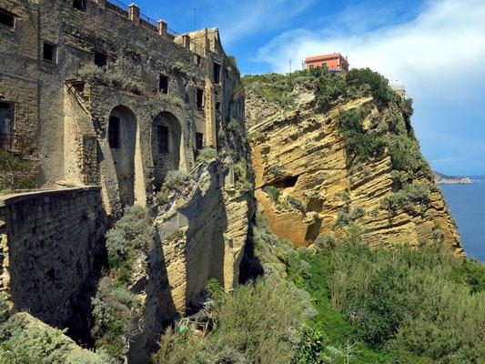 Verfallene Burganlage in der Oberstadt