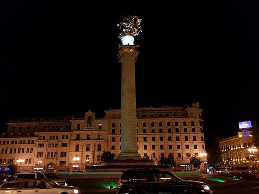 Freedom Square mit der Georgssäule