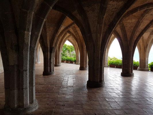 The Crypt. Offene Gallerie in gotischem Stil (1907-1911)