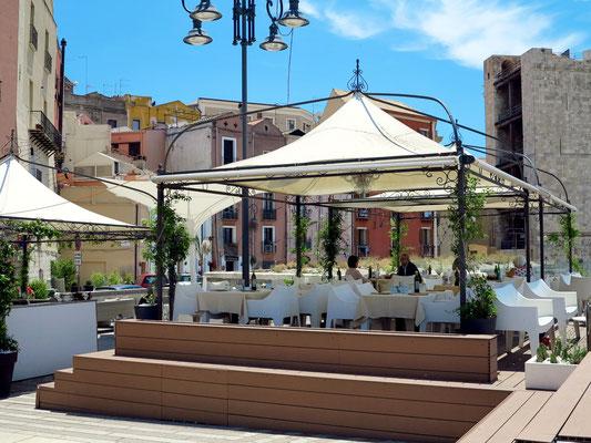 Caffè Libarium Nostrum mit Blick auf den Torre dell'Elefante