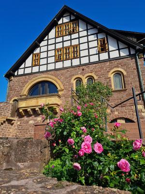 Gaden (Wohnturm), heute Burgcafé. Blick vom Zweiten Burghof aus