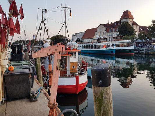 Fischerboote und Restaurantboote am Alten Strom