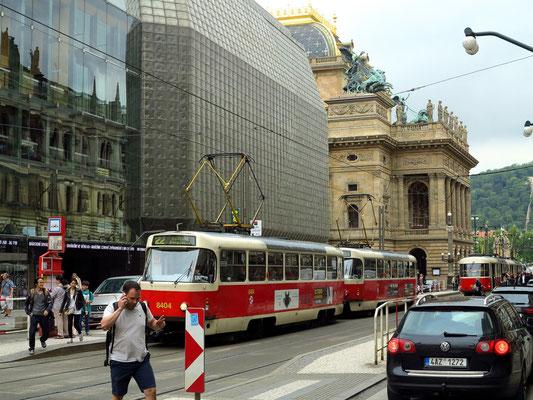 Straße Naodni, im Hintergrund links das Nationaltheater