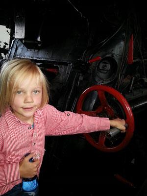 Im Führerstand der Schweren Güterzuglokomotive mit Schlepptender, Baureihe 44