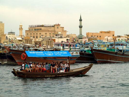 Creek von Deira, Überfahrt mit einem typischen Holzboot (abra)
