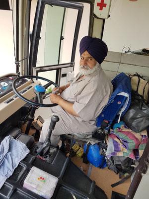 Unser erfahrener Busfahrer Lovely Singh, ein Sikh