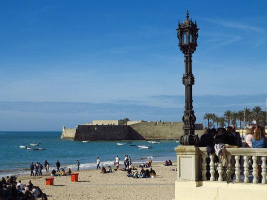 Playa La Caleta mit Blick zum Castillo de Santa Catalina, 16. Jahrhundert