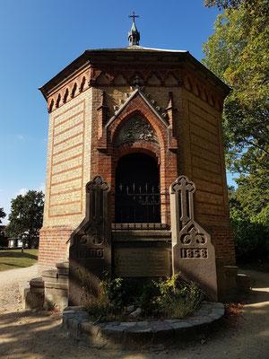 Achteckiges Mausoleum von 1858 der Familie Stever