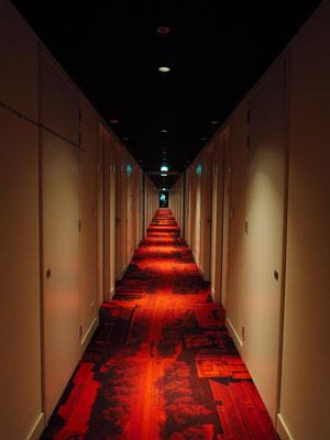 Flur zu den Hotelzimmern