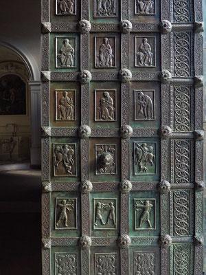 Dom von Ravello, Bronzetür des Eingangs. Bronzetafeln von Barisano von Trani von 1179