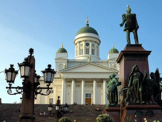 Dom von Helsinki, Blick vom Senatsplatz