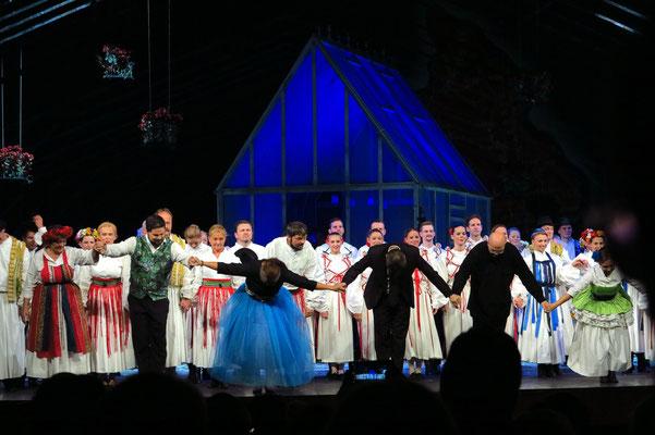 Applaus nach der Vorstellung von Székely fonó (Die Spinnstube) von Zoltán Kodály,