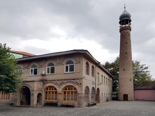 Cüme Mescidi, Moschee im Stadtzentrum von Sheki