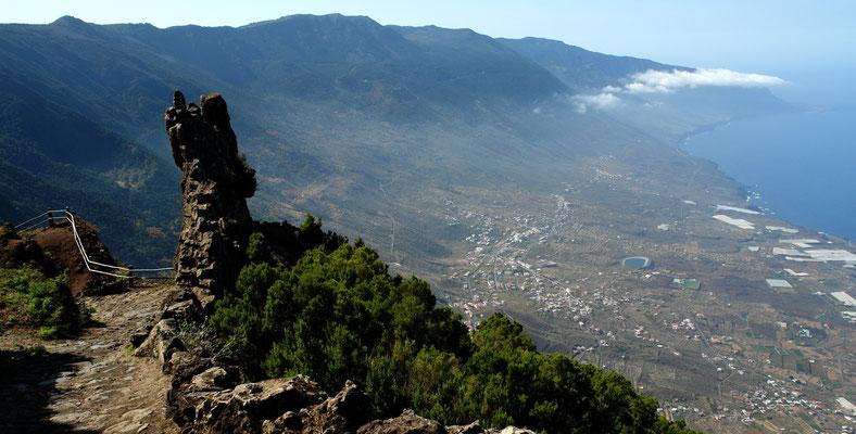 Blick vom Mirador de Jinama (1 230 m) nach W auf El Golfo und Frontera mit Wein-, Obst- und Gemüsefeldern
