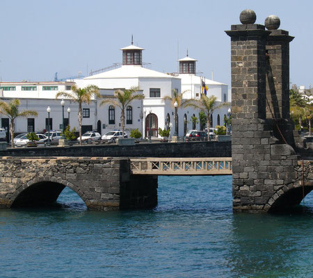Arrecife. Puente de las Bolas (Zugbrücke) zum Castillo de San Gabriel