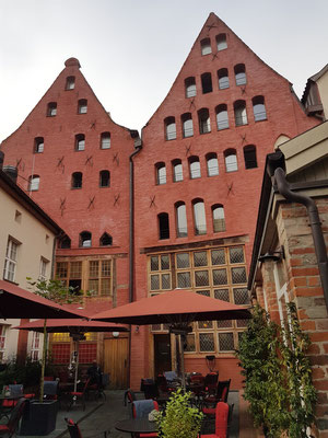 Gartenseite des Romantik Hotels Scheelehof