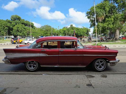 Mit unserem Chevrolet BelAir auf dem Weg zu Hemingways Finca Vigía