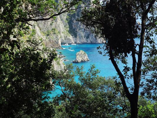 Südostküste von Capri mit Faraglione di Matermania