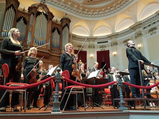 Standing Ovations nach einer großartigen Aufführung der Mahler-Symphonie