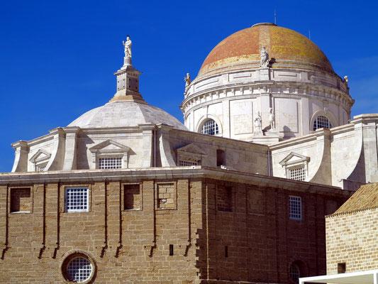 Cádiz, Kuppel der Kathedrale zum heiligen Kreuze über dem Meer